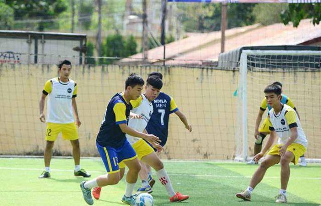 Kỹ thuật đá giữa sân bóng đá 7 người